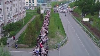 В Татарстане простились с детьми и учителями, которых застрелил напавший на гимназию в Казани.