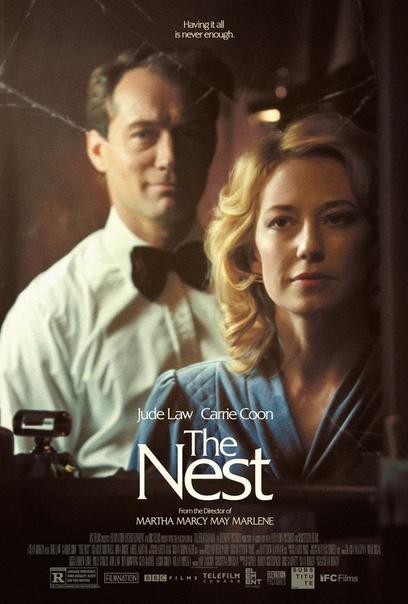 Дублированный трейлер драмы «Гнездо» Лента рассказывает об абмициозном предпринимателе Рори, который вместе с женой Эллисон и детьми покидает комфортную Америку и возвращается в родную Англию.