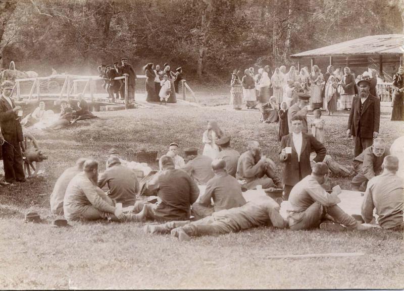 Народное гуляние. 1900 год. Источник: https://russiainphoto.ru/