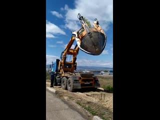 В Улан-Удэ сажают деревья агрегатом-пересадчиком