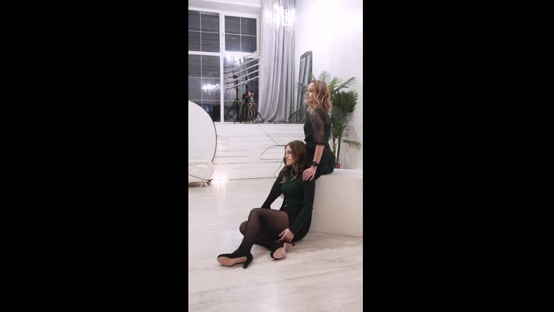 Бэкстейдж семейной фотосесии мама и дочка