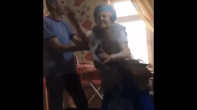 Бабка Билибиди Михай и ее озабоченный дед Янко в гостях у Великой Мадонны Хелены Михай