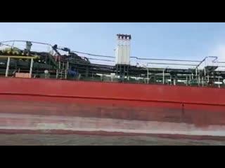 """Экологическая катастрофаВ акватории Черного моря загорелся танкер """"Генерал Ази Асланов"""" и как итог, трое членов экипажа пропал"""