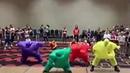 Смешной яркий танец танцующих пузырей