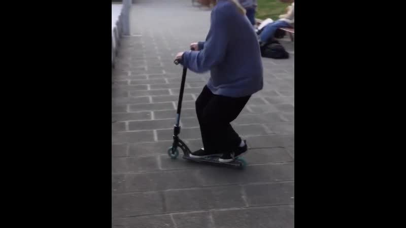 You know whatI love scootering - @m.mencuccini @maximebouzid.mp4