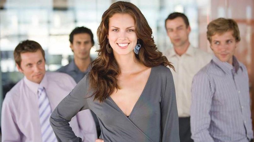 Ухоженная женщина получает восхищенные взгляды другой половины!, изображение №1