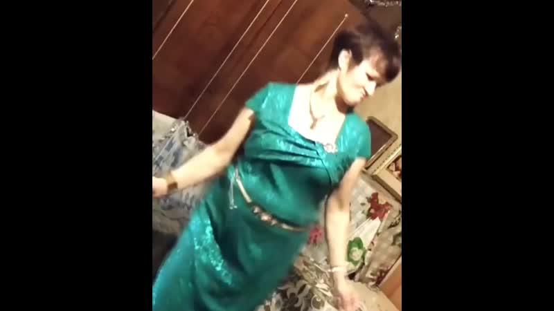 Людмурик танцует под Мусора отвале