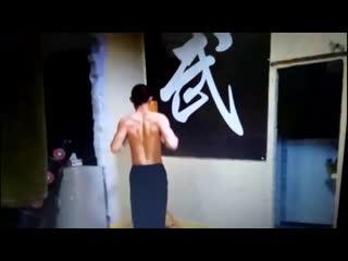 шокирующий китайский парень