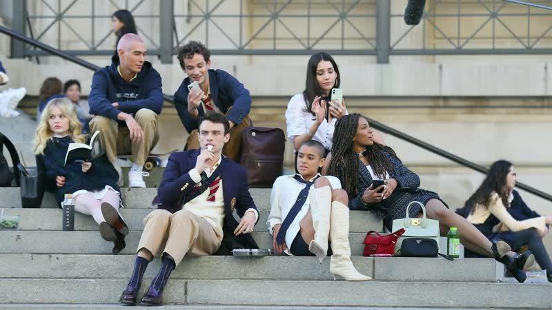 10 ноября 2020 › Эмили Элин Линд на съёмках сериала Сплетница в Нью Йорке