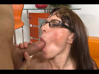 ПОРНО -- ЕЙ 47 -- СТАРАЯ МАТЬ ПОШЛА ЗАСТУПАТЬСЯ ЗА СЫНА -- porn milf sex --  Alexandra Silk