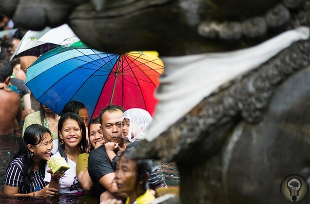 ДУХИ БАЛИ. Ч.-1 Фоторепортаж о празднике ГалунганГалунган один из главных праздников Бали, он знаменует победу добра над злом. На десять дней в году* духи умерших возвращаются на землю, чтобы