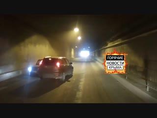 ДТП в тоннеле: под Симферополем ВАЗ протаранил иномарку