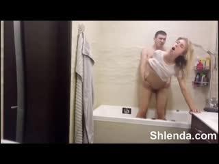 Стройную молодую блондинку трахает в ванной Young mature teen anal milf Lesbian зрелая