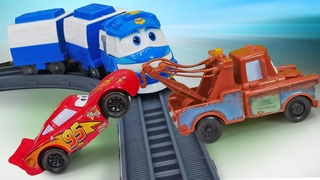 Игрушки Тачки: Молния Маквин застрял на железной дороге! Мультфильм про машинки