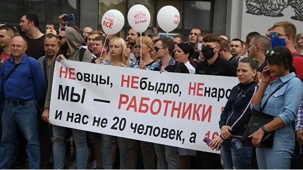 Внутренние войска оттеснили протестующих от Дома правительства в Минске