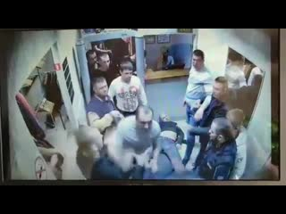 Предшествующая похищению человека драка в бийском ночном клубе попала на видео