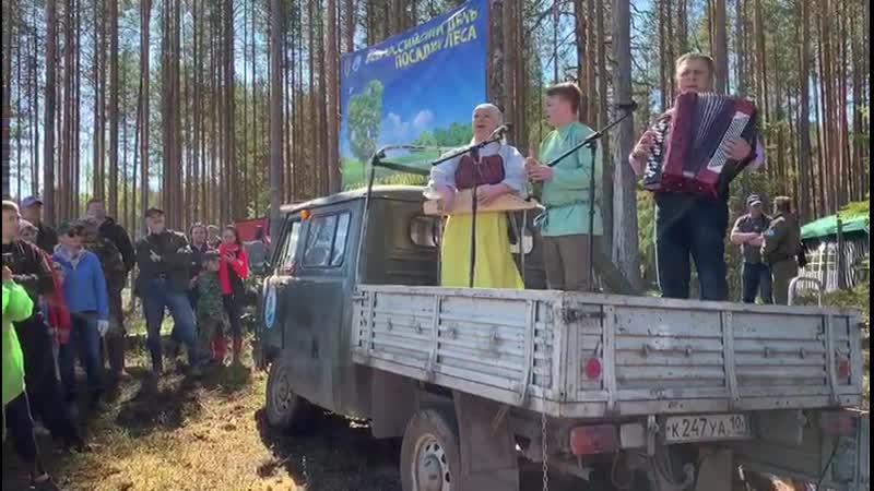 Семейный ансамбль «Pengerel» – Дмитрий, Юлия и Даниил Мухорины.
