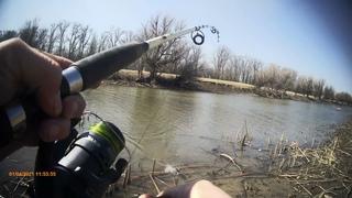 Весенняя рыбалка на спиннинг ловля хищника. Поиск щуки в Астрахани.