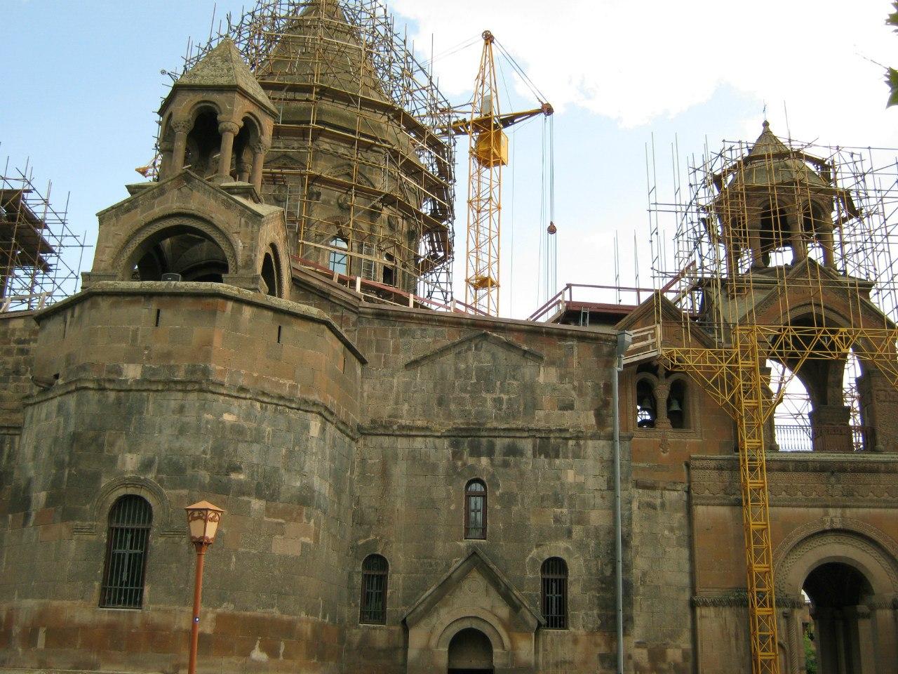 Главная святыня армян - собор Эчмиадзина