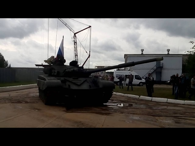 75-лети БТРЗ. Проезд танка