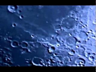 Glowing UFO flies over the Moon in March 2016 Светящийся НЛО пролетает над Луной