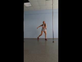 Reggaeton (реггетон) - зажигательный латиноамериканский танец.