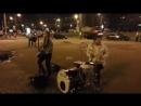 Мария Мантрова отобрала гитару у уличных музыкантов и запилила Неву