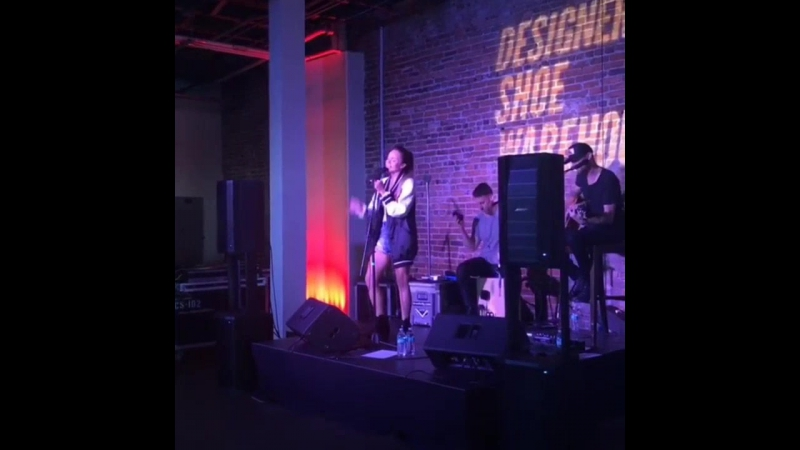 8 июня DSW ELLE Happy Hour event celebrating DSW's MarchOn USA Tour at Acme Feed Seed in Nashville Tennessee