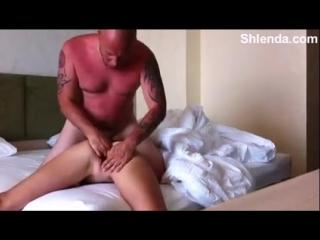 Снял молодую проститутку взрослый зрелый мужик о жестко оттрахал в отеле. Фистин