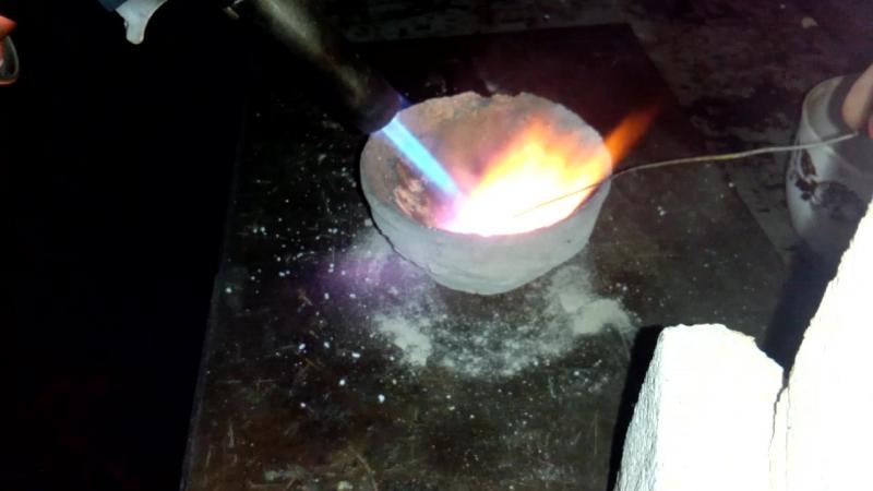 плавлю хлорид серебра с цинком с бурой проба 2 много цинка