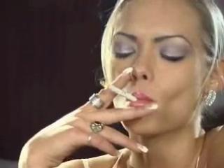 smoking fetish Nadija