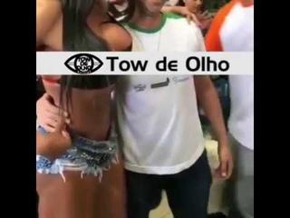 GRACYANNE BARBOSA SE IRRITA COM MÃO BOBA DE FÃ
