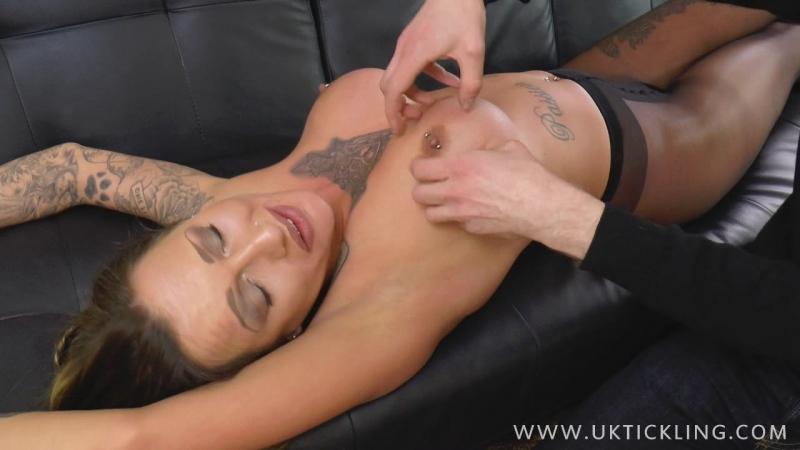 UKTickling - Chantelle Fox