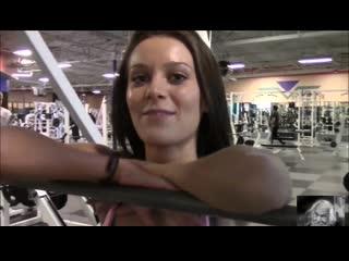 Hot & sexy-fitness en el gym con lana rhoades