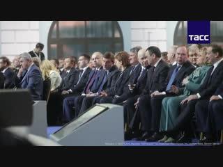 Что происходило в Гостином дворе за несколько минут до послания Путина