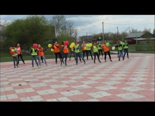 творчесткий коллектив Надежда Дома детского творчества при Ивановской школе