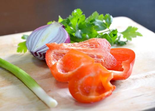 Салат из красной фасоли и сладкого перца, изображение №2