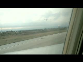 Взлет с российской авиабазы Хмеймим под прикрытием пары боевых вертолётов.