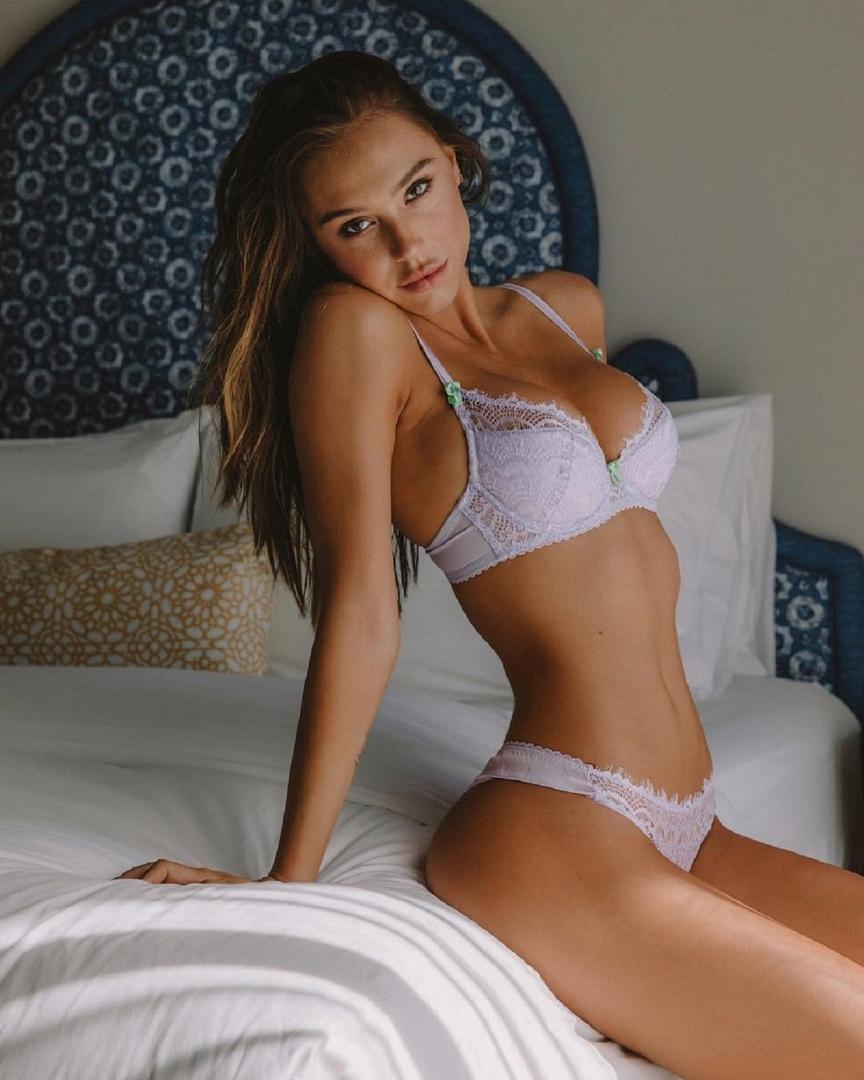 Alexis Ren, Santa Monica - фото №3