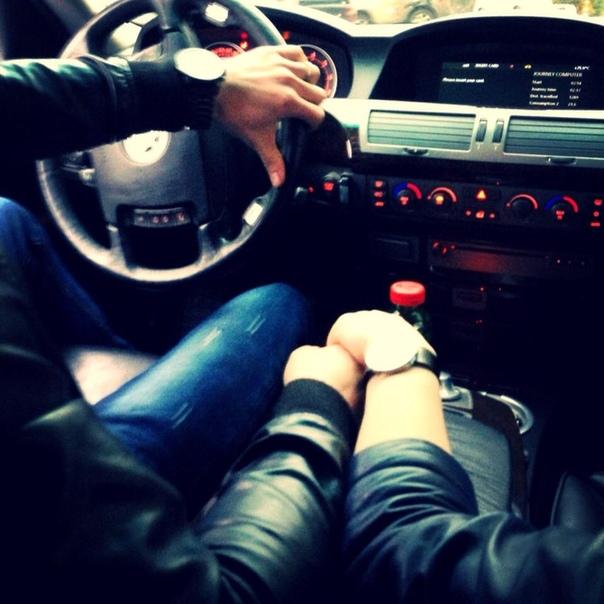 Картинка пара в машине ночью
