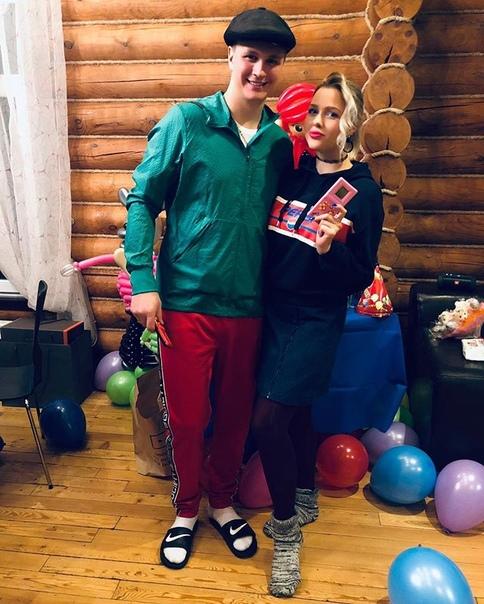 Андрюшечка Макаров: Сява на разборке😊🤙 без телохранителя не обошлось 😘😀