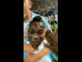 Празднование Балотелли в прямом эфире Instagram'a после гола