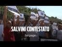 Salvini contestato a Castel Volturno gavettoni sui suoi sostenitori In questa regione non lo vogl