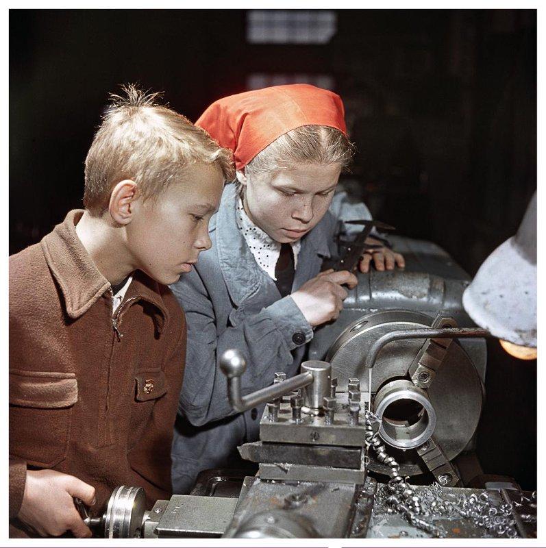 Производственное обучение. Поселок Капотня, 1958 год. Фотограф: Рюмкин Я.И.