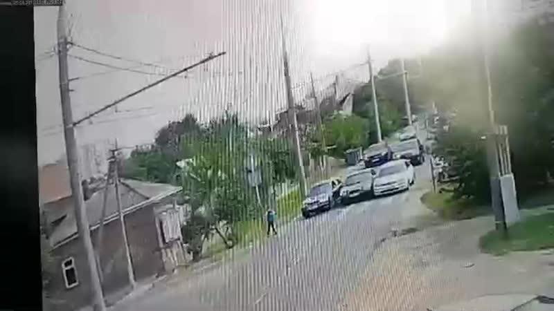 Момент ДТП на ул. Скорняжной в районе пересечения Передерия