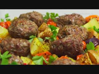 Сочные и нежные мясные котлеты запеченные с овощами. Рецепт от Всегда Вкусно!