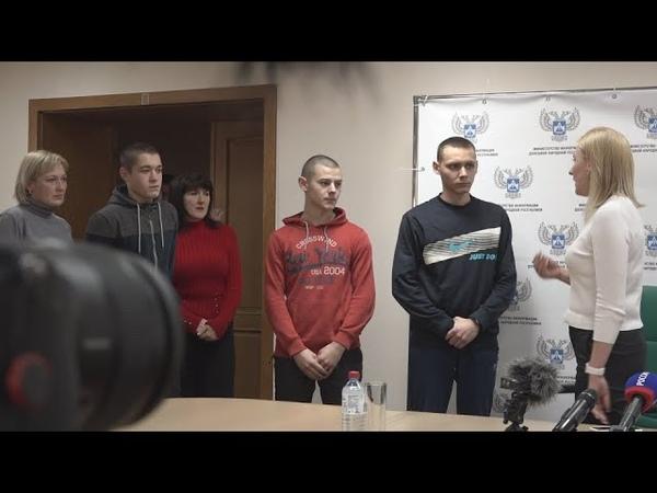 Глава ДНР Денис Пушилин помиловал подростков осужденных за диверсии в Ясиноватой