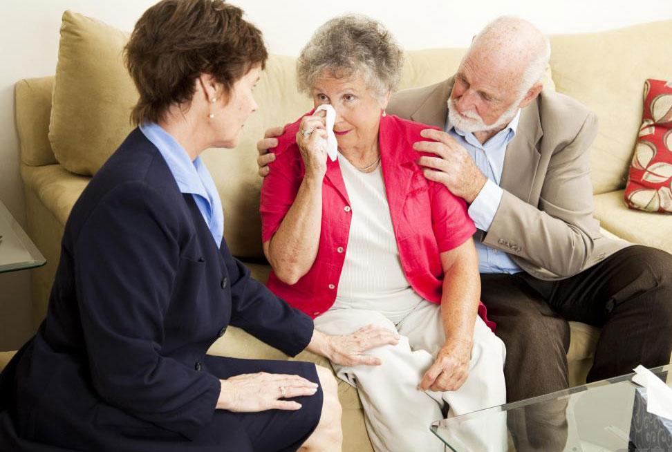 Если вы уделите время разговору с пожилыми людьми, это поможет им почувствовать себя нужными.