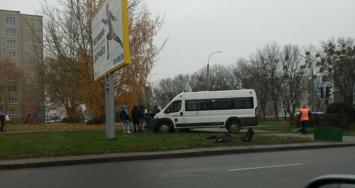 На Гаврилова столкнулись такси, маршрутка и легковушка (официальная информация от ГАИ)
