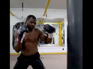 Фрэнсис Нганну тренировка по боксу